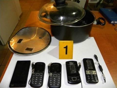Είχε... μαγειρέψει κινητά για τους φυλακισμένους!