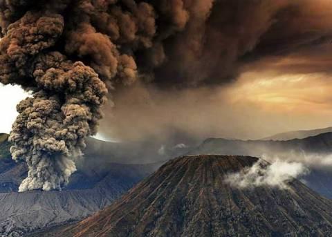 «Ξύπνησε» επικίνδυνο ηφαίστειο στην Ινδονησία