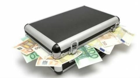 Κύπρος: Συνελήφθη ενώ ετοιμαζόταν να φύγει με 4 εκατ. ευρώ στη βαλίτσα