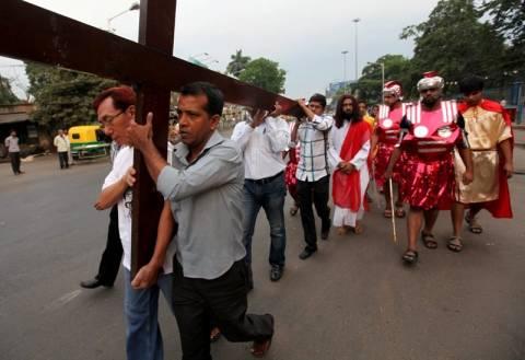 Δεκάδες σταυρώσεις πιστών στις Φιλιππίνες