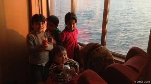 DW: Η οδύσσεια 16 Σύρων προσφύγων στη Λέσβο