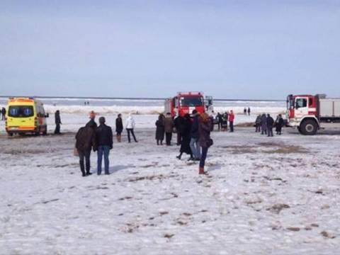 Αίσιο τέλος για τους παγιδευμένους στα κομμάτια πάγου