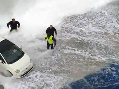 Συγκλονιστικό βίντεο: Δείτε πώς έδεσε το πλοίο στο λιμάνι της Κιμώλου