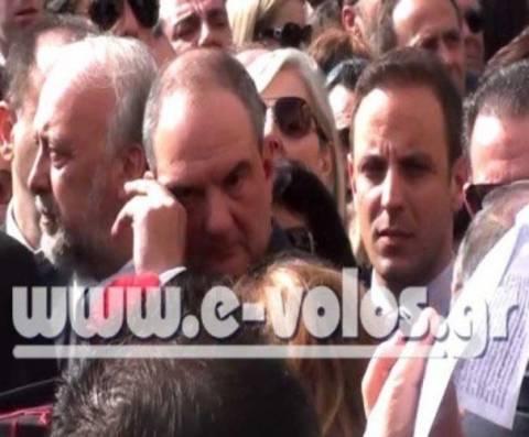 Λύγισε ο Καραμανλής στην κηδεία του Νάκου (βίντεο)