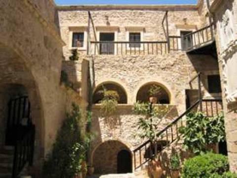 Δραματική κατάσταση: Καταφεύγουν στα μοναστήρια για ένα πιάτο φαγητό