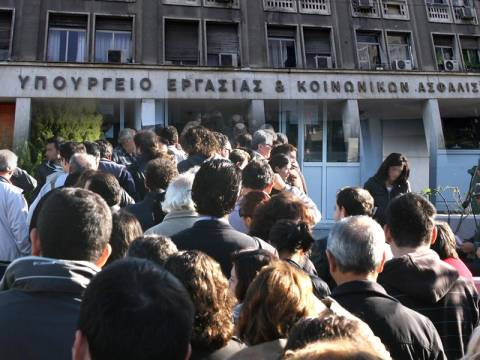 2.700 ευρώ για εργασία 5 μηνών για 35.000 ανέργους νέους