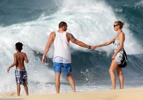 Heidi Klum: Μάχη με τα κύματα για να σώσει το γιο της από πνιγμό