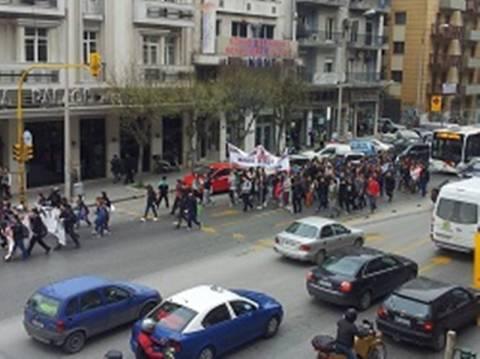 Βίντεο: Πορεία διαμαρτυρίας μαθητών του Πειραματικού Θεσσαλονίκης