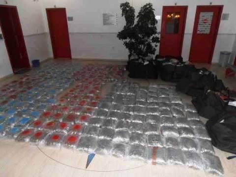 Ηγουμενίτσα: Έκρυβαν στα καυσόξυλα μεγάλη ποσότητα ναρκωτικών (pics)