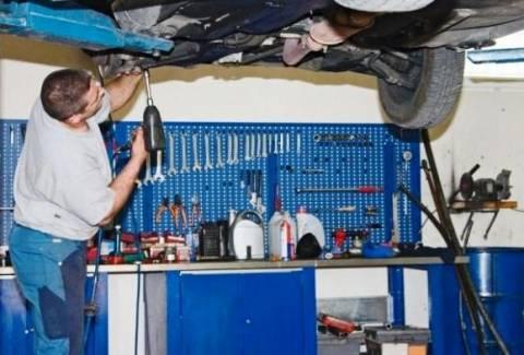 Ξάνθη: «Πειρατικά» συνεργεία αυτοκινήτων σε αυλές και αποθήκες σπιτιών