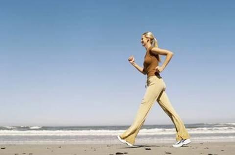 Έρευνα: Ευεργετικό για την καρδιά το γρήγορο βάδισμα