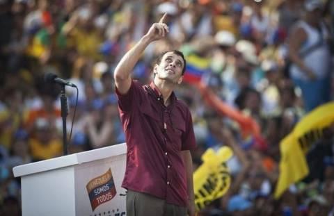 Βενεζουέλα: Πίσω στις δημοσκοπήσεις ο Καπρίλες