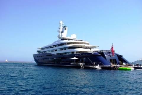 To κότερο του εμίρη του Κατάρ οργώνει την Ελλάδα