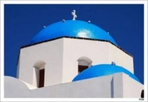 Απίστευτο! Απείλησαν νεωκόρο γιατί έβαψε μπλε τον τρούλο της εκκλησίας