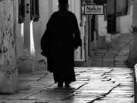 Κρήτη: Ήταν παπάς... μόνο στα ράσα