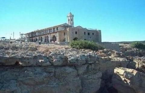 Ο Αρχιεπίσκοπος Κύπρου δίνει 2,5 εκ. για συντήρηση του Απ. Ανδρέα
