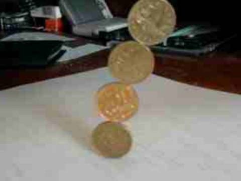 Δείτε πώς να κρατήσετε στον αέρα νομίσματα (pics)