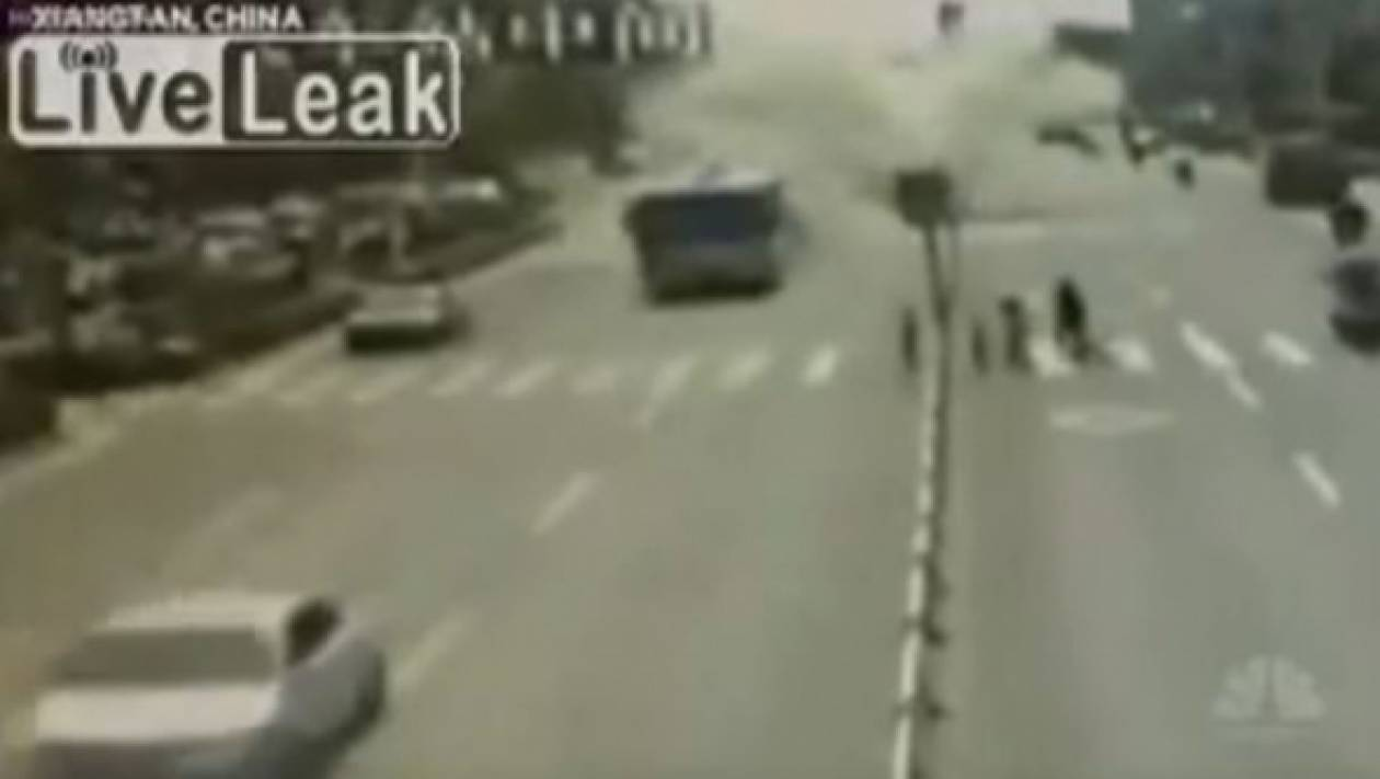 Βίντεο-ΣΟΚ: Η στιγμή της έκρηξης σε λεωφορείο