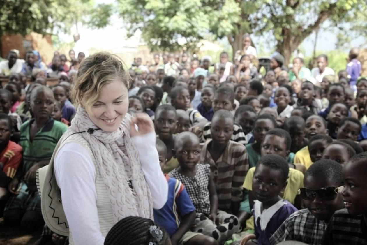 Το Μαλάουι «αδειάζει» τη φιλανθρωπία της Μαντόνα