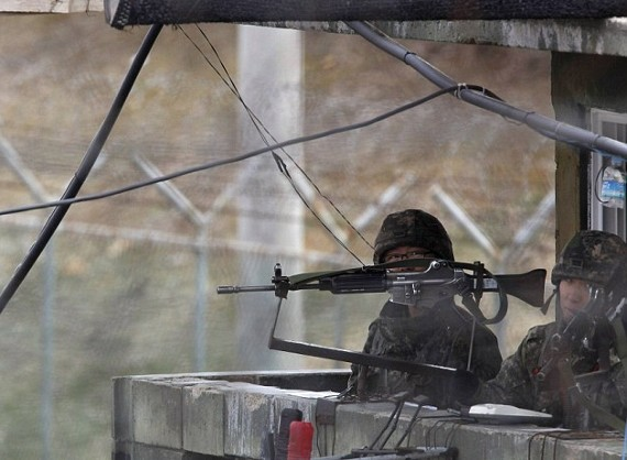 Βόρεια Κορέα: Εκτελεστές πάνω σε...τακούνια (pics)