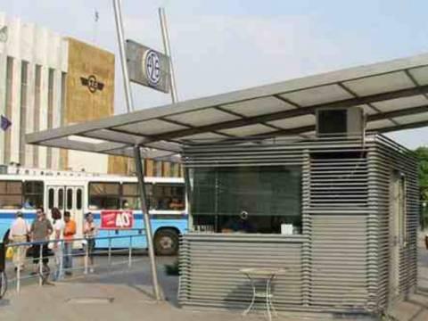 Σάλος: Οδηγός λεωφορείου κατέβασε δύο επιβάτες επειδή ήταν Αφρικανοί