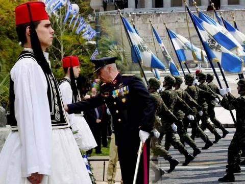 Τι αλλάζει σε μισθολόγιο, επιδόματα και μεταθέσεις στρατιωτικών