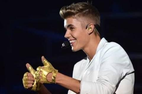Justin Bieber: Η Άννα Φρανκ θα ήταν φανατική θαυμάστριά μου