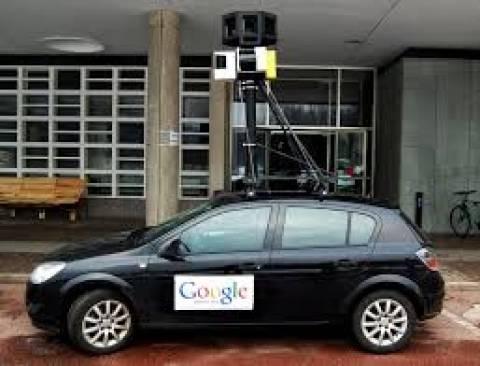 Η φωτό που σαρώνει: Κάνουν δημόσιο σεξ ή απλά «τρολάρουν» την Google;