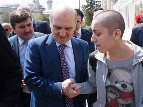 Σάλος στην Τουρκία: Υπουργός εξευτέλισε νεαρή καρκινοπαθή (βίντεο)