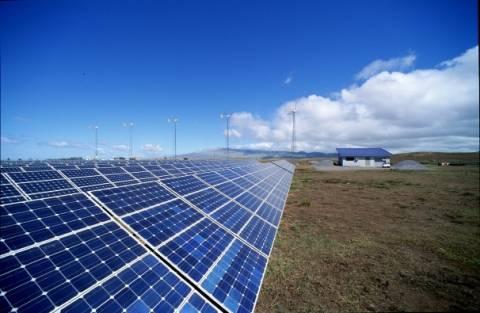 «Παγώνει» μέχρι τέλος έτους η σύνδεση νέων φωτοβολταϊκών με τη ΔΕΗ