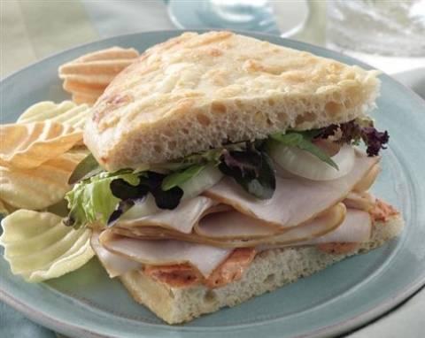 ΣΟΚ: Έστειλαν «δώρο» σε εταιρεία σάντουιτς που είχαν μέσα...