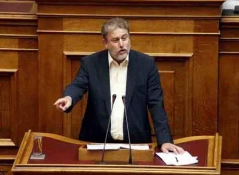 Αποχώρηση από τη Βουλή των αντιμνημονιακών βουλευτών ζητά ο Μαριάς