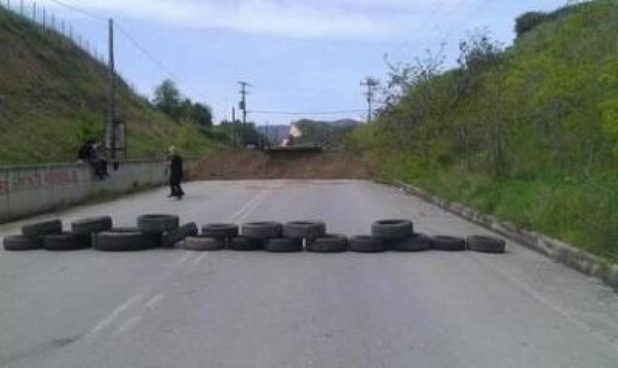 ΤΩΡΑ: Απέκλεισαν στις Σκουριές τον δρόμο που οδηγεί στο εργοτάξιο