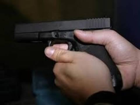 «Έπαιζαν» με όπλα και «σκότωσαν» την τύχη τους