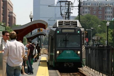 Διακόπτονται τα δρομολόγια λεωφορείων και τρένων για Βοστώνη