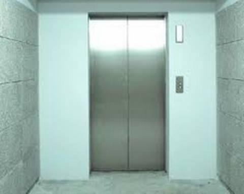Ξενοδόχος κλείστηκε για 4 ημέρες στο ασανσέρ του ξενοδοχείου του