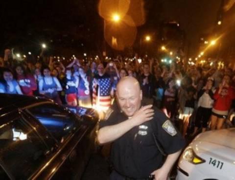 Πανηγύρισαν οι κάτοικοι της Βοστώνης τη σύλληψη του 19χρονου