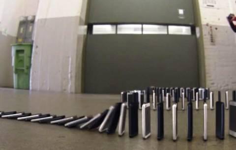 Βίντεο: Το ντόμινο των 10.000 iPhone 5