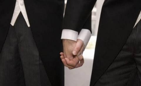 Γαλλία: Εγκρίθηκε τελεσίδικα ο νόμος για τον γάμο των ομοφυλόφιλων