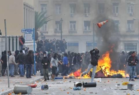 Κοινωνική έκρηξη φοβούνται οι ξένοι διπλωμάτες στην Αθήνα