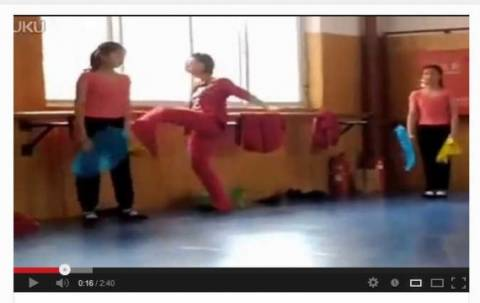 Bίντεο-ΣΟΚ: Δασκάλα χορού χτυπάει και βρίζει μαθήτριες!