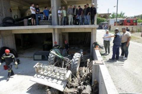Κρήτη: Θρήνος για τον πατέρα που σκοτώθηκε για να σώσει το γιο του