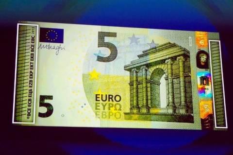 Τέθηκε σε κυκλοφορία το νέο τραπεζογραμμάτιο των 5 ευρώ