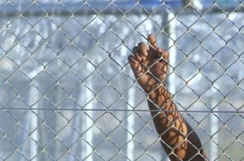 Τρία εγκαταλελειμμένα στρατόπεδα μετατρέπονται σε χώρους κράτησης