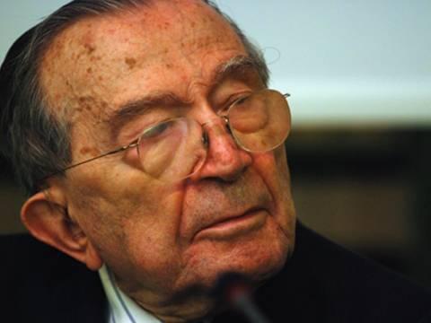 «Έσβησε» ο πρώην πρωθυπουργός της Ιταλίας Τζούλιο Αντρεότι