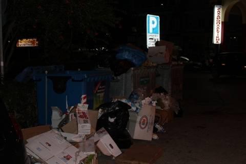 Πρέβεζα: Σούβλιζαν αρνί δίπλα σε... σκουπίδια