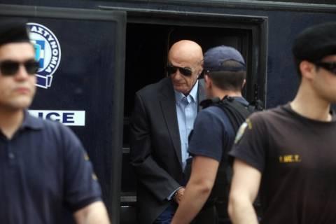 Δίκη Τσοχατζόπουλου: Ούτε βλέμμα δεν αντάλλαξαν Άκης και Ζήγρας