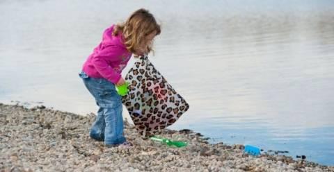 Καθαρίζουν τις παραλίες του Ελληνικού