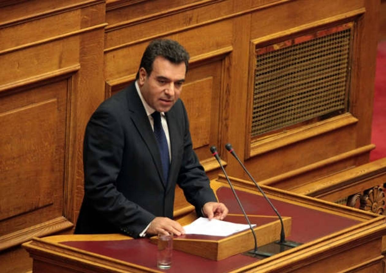 Κάρπαθος: Αστυνομικός προπηλάκισε τον βουλευτή Μάνο Κόνσολα