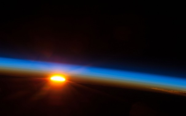 Κάνει το γύρο του διαδικτύου: Το ηλιοβασίλεμα από το διάστημα
